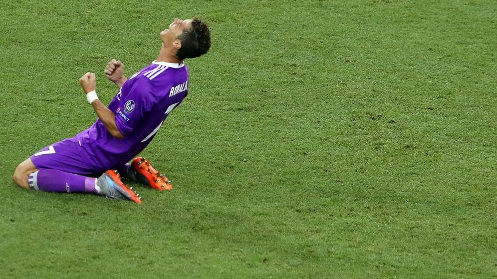 Foto: Cristiano Ronaldo celebrando la victoria del Madrid en la final. (EFE)