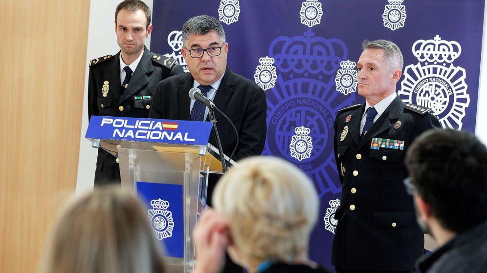 Foto: En el centro, Juan Carlos Fulgencio, que será relevado el martes. (EFE)
