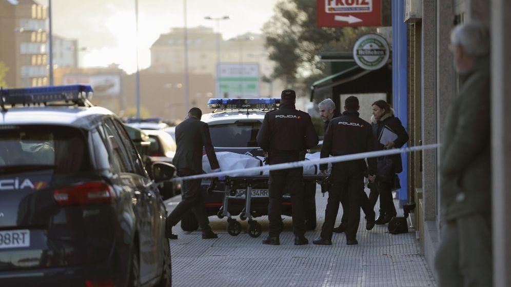 Foto: El cuerpo de la joven asesinada este sábado en Vigo. (EFE)