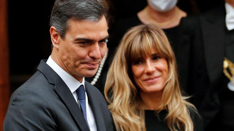 Foto: Pedro Sánchez y Begoña Gómez, en el Vaticano. (Reuters)