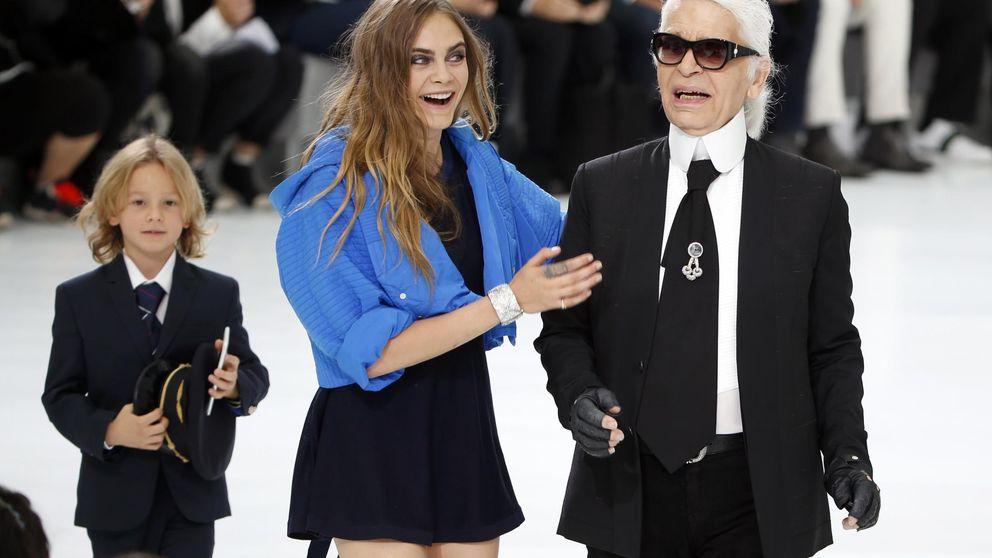 Cara revoluciona el 'front row' de Chanel con su acompañante peludo
