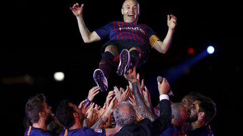 A Iniesta no le hacía falta tanto ruido para despedirse del Barcelona entre lágrimas