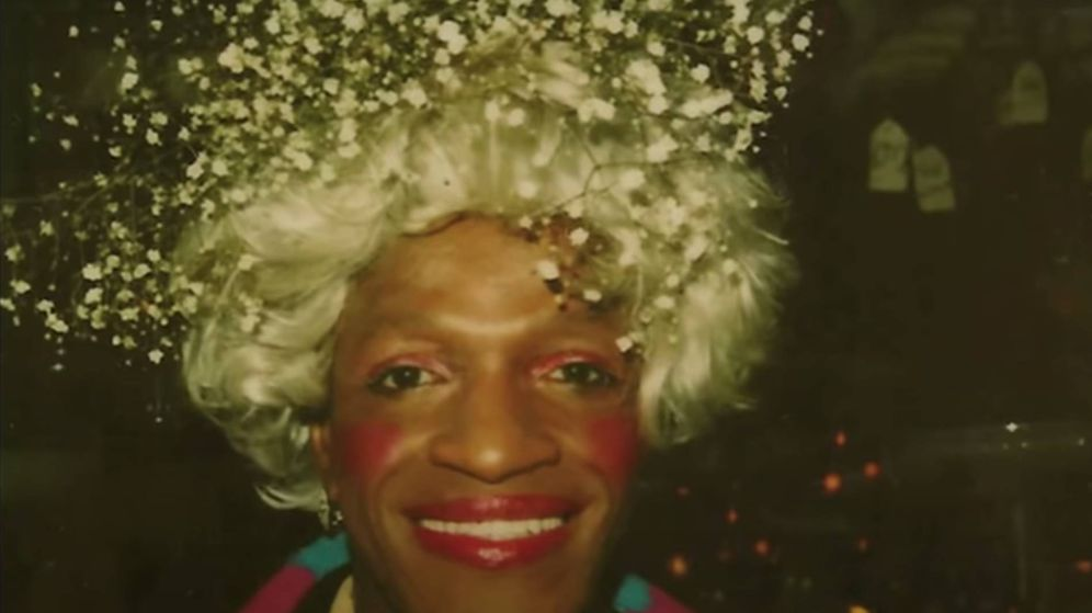 Foto: Marsha P. Johnson, en un fotograma del documental 'Pay It No Mind' (YouTube)