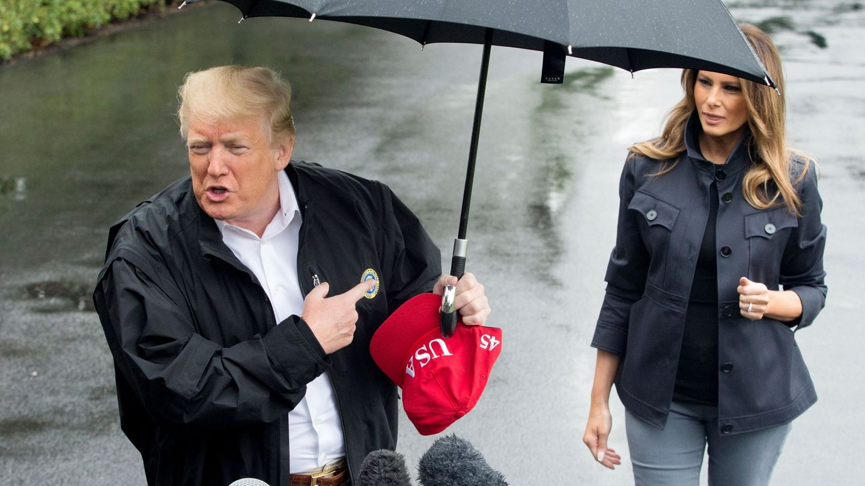 Trump y Melania visitan los estados afectados por el paso del huracán Michael, en 2018. (EFE)