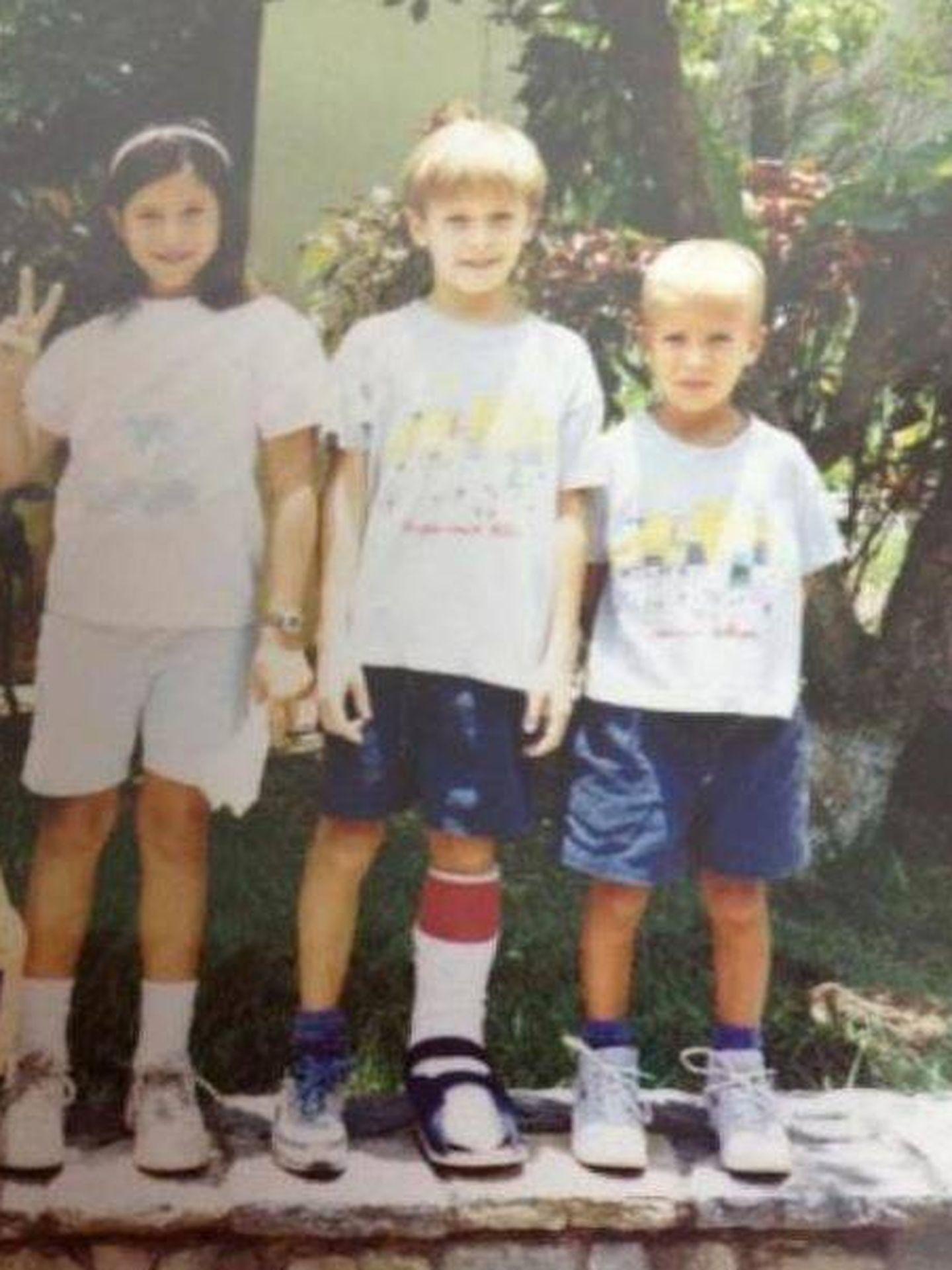 Garbiñe junto a sus hermanos en una foto de archivo (Facebook)
