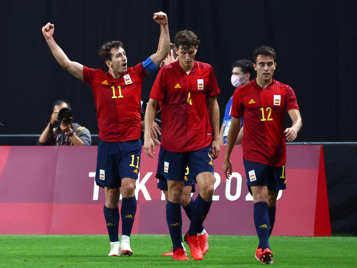 Foto: La selección española de fútbol masculino celebra la victoria en Tokio ante Australia. (Reuters)