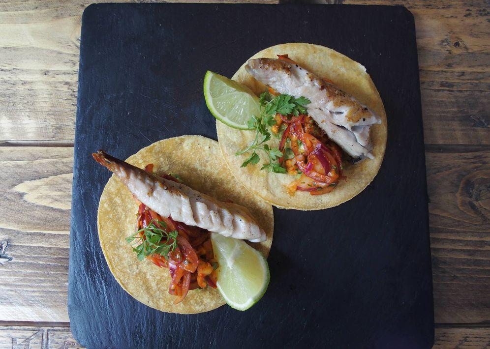 Foto: Tacos de chicharro, chipotle, mango y aguacate.