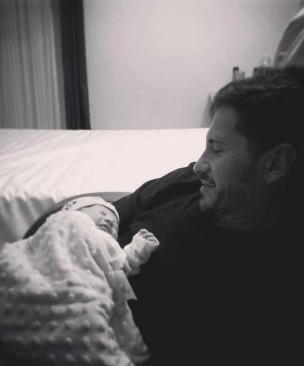 Foto: David de María con su hijo Leonardo en brazos (Instagram)