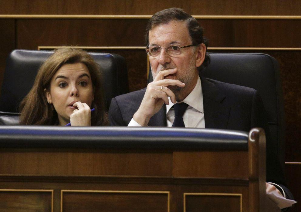 Foto: El presidente del Gobierno, Mariano Rajoy, y la vicepresidenta, Soraya Sáenz de Santamaría. (Reuters)