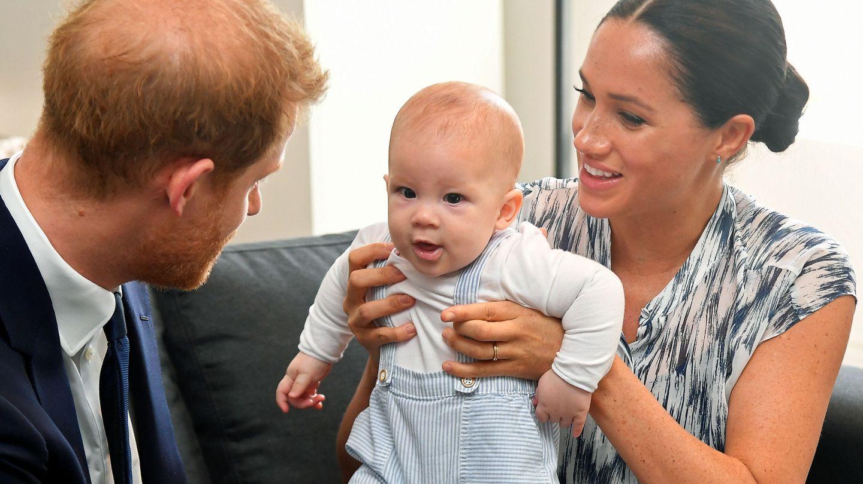 Archie con sus padres. (Reuters)