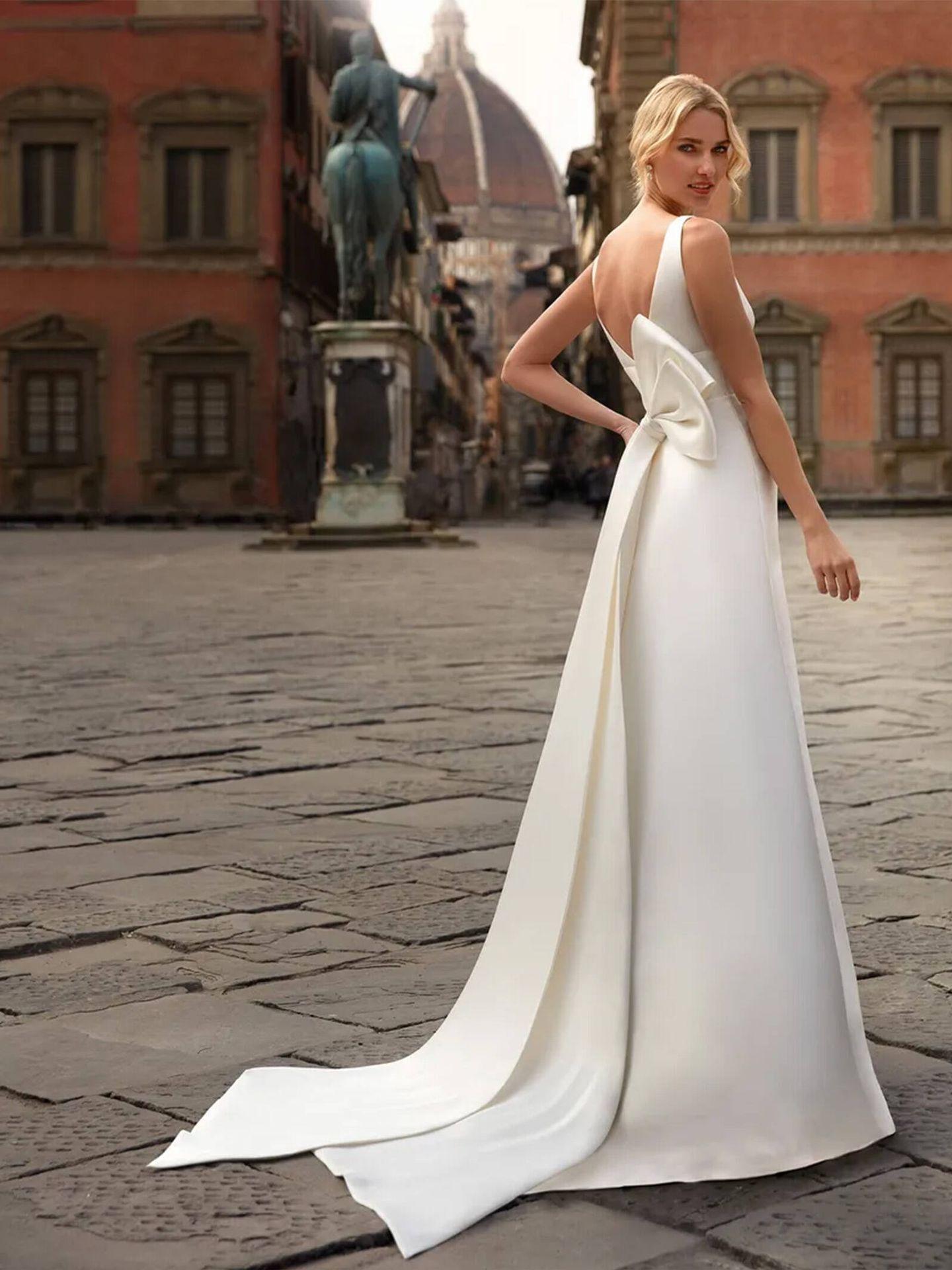 Vestido de novia con detalle de lazo de Nicole Milano. (Cortesía)