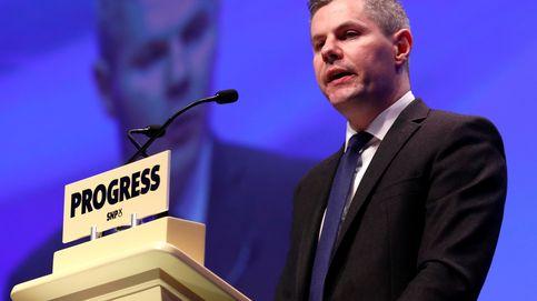 Escándalo en Escocia: dimite el ministro de Finanzas por mandar mensajes a un menor