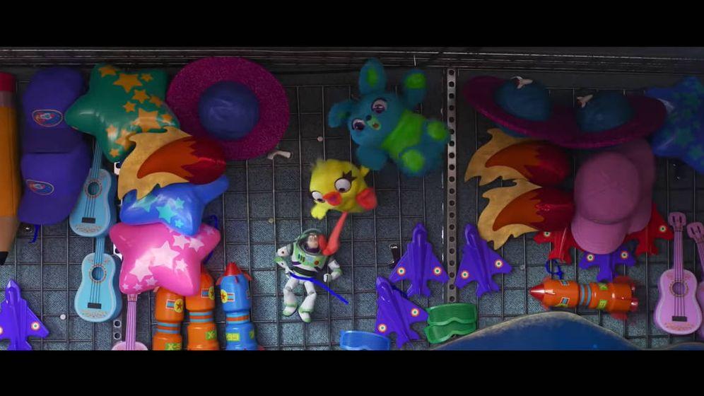 Foto: Buzz Lightyear tiene problemas en un parque de atracciones (Foto: YouTube)