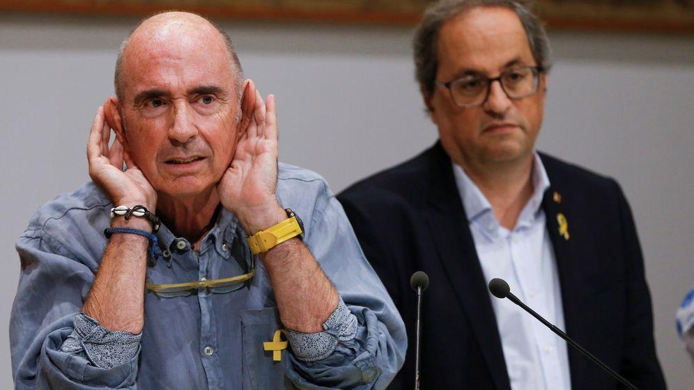 Foto: El presidente del Consejo Asesor para el impulso del Fórum Cívico y Social por el Debate Constituyente, Lluis Llach (i), junto al presidente de la Generalitat, Quim Torra. (EFE)