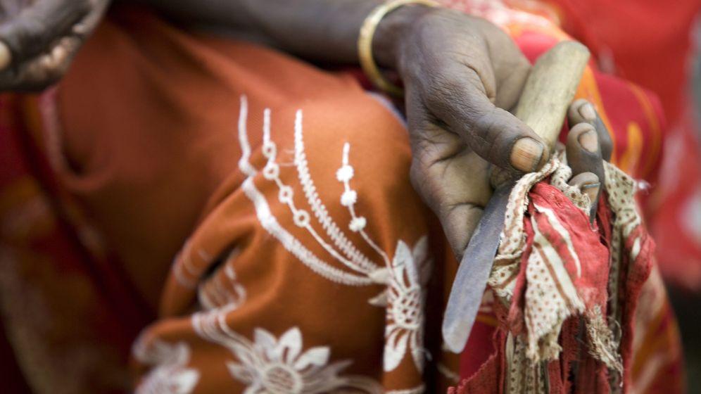Foto: Herramienta utilizada para realizar la mutilación por una practicante. (Unicef)