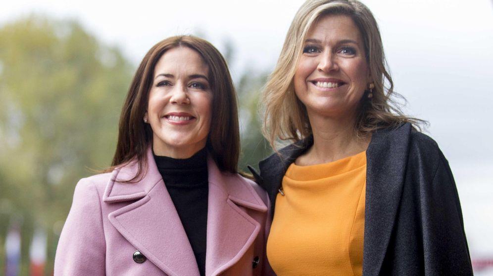 Foto: Mary de Dinamarca y Máxima de Holanda, dos royals y una falda. (EFE)