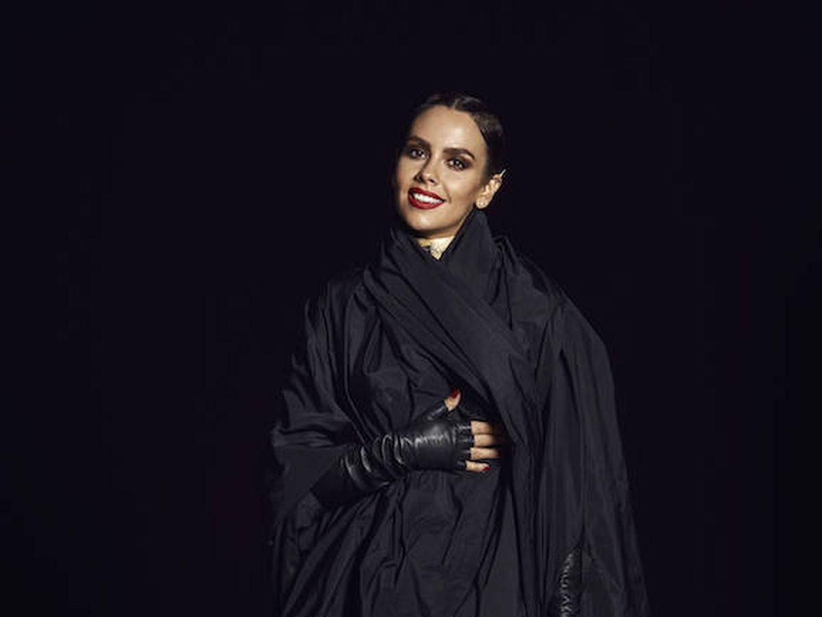Foto: Cristina y la capa (Cortesía)