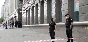 Post de Un hombre se atrinchera en un banco de Kiev (Ucrania) afirmando tener una bomba