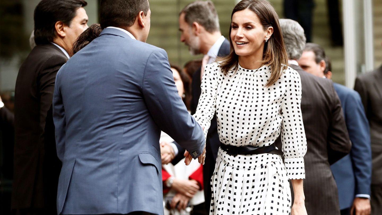 La reina Letizia, con el vestido de Massimo Dutti. (EFE)