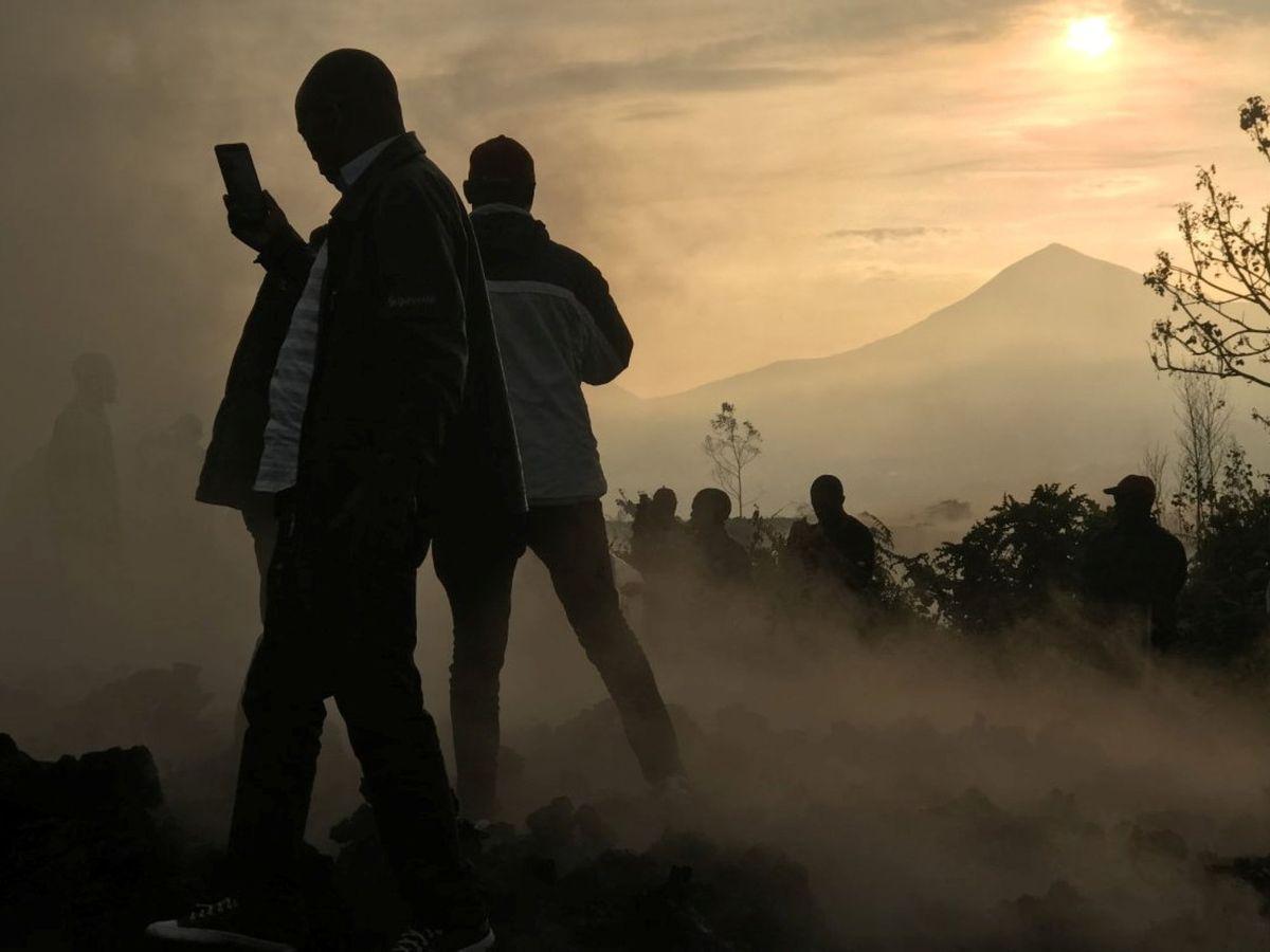 Foto: Al fondo, el volcán Nyiragongo. (Reuters)