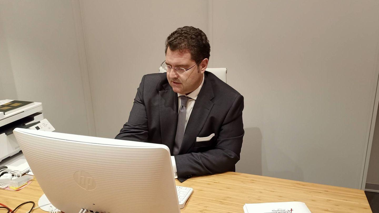 El abogado Carlos Aránguez, en su despacho. (A. Mata)