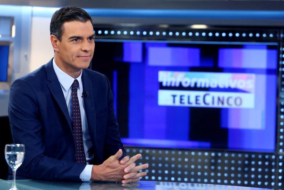Foto: Pedro Sánchez, el pasado 4 de julio, en el plató de 'Informativos Telecinco', con Pedro Piqueras. (EFE)