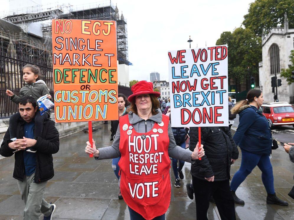 Foto: Manifestante en el parlamento británico. (Reuters)