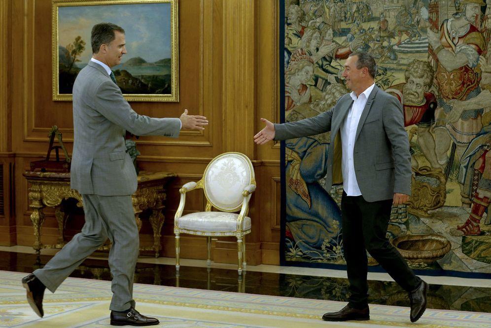 Foto: El rey Felipe VI recibe en la Zarzuela al portavoz de Compromís en el Congreso, Joan Baldoví, este 27 de julio. (EFE)