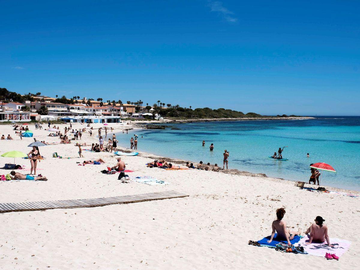 Foto: Una playa en Baleares (EFE)