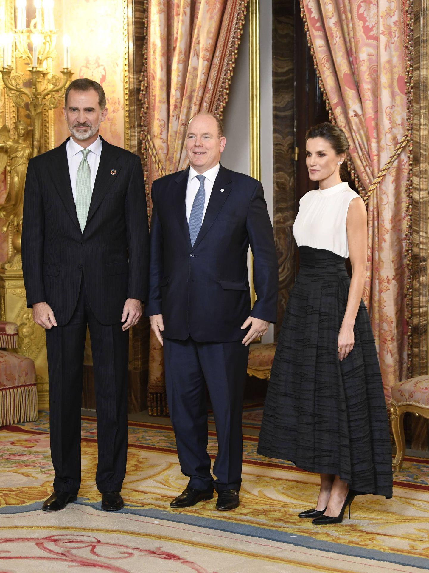 Los reyes Felipe y Letizia, junto a Alberto de Mónaco. (Limited Pictures)