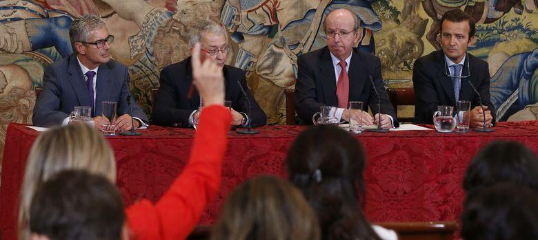 Foto: Rueda de prensa en la que se anunció que el Rey será operado en Madrid. (Efe)