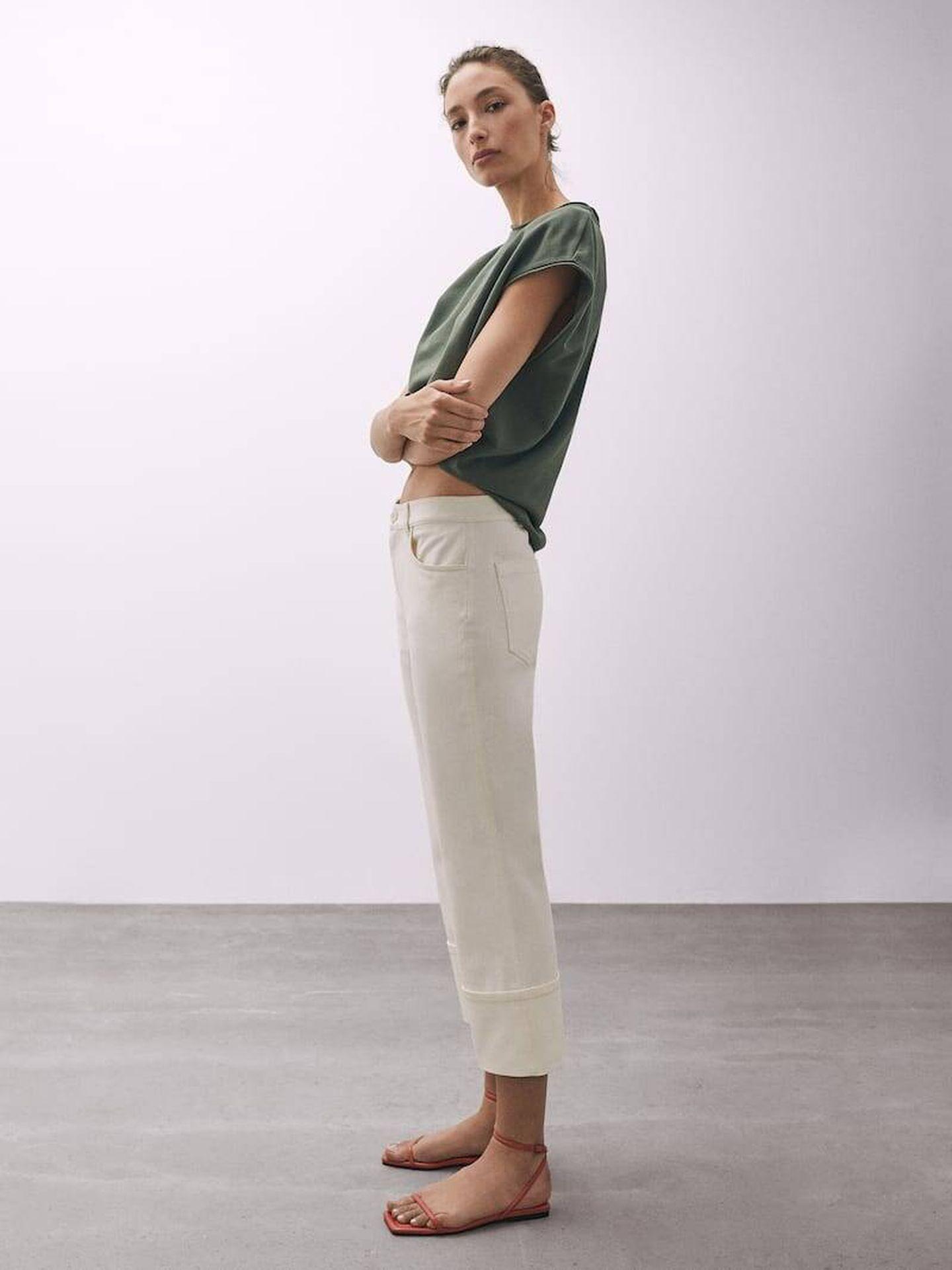 El pantalón blanco más buscado de Massimo Dutti. (Cortesía)