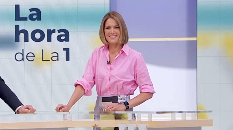 Silvia Intxaurrondo, con un look de tendencia en su debut en 'La hora de La 1'. (Televisión Española)