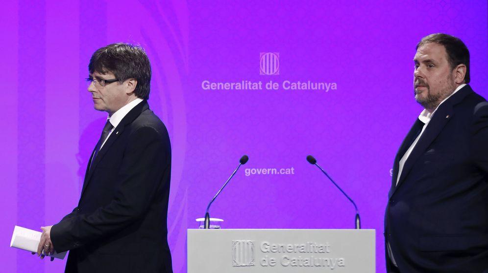 Foto: El presidente de la Generalitat de Cataluña, Carles Puigdemont (i), junto al vicepresidente, Oriol Junqueras. (EFE)