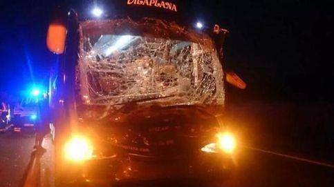 Diez heridos en un accidente de autobús del Mérida al volver de jugar en Murcia