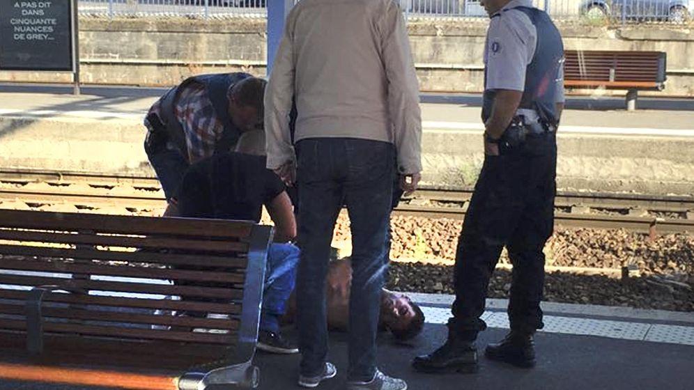 Foto: La policía francesa detiene al autor de los disparos. (Reuters)