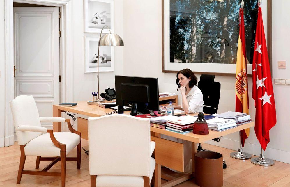 Foto: Ayuso, en una imagen de archivo, en su despacho de Sol. (EFE)