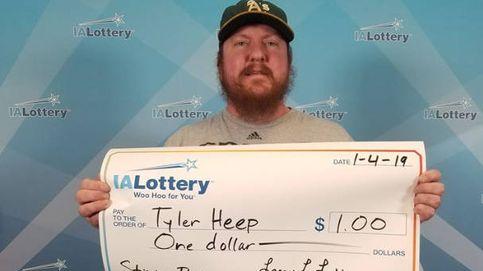Gana un dólar a la lotería pero pide que le hagan una foto como a los millonarios