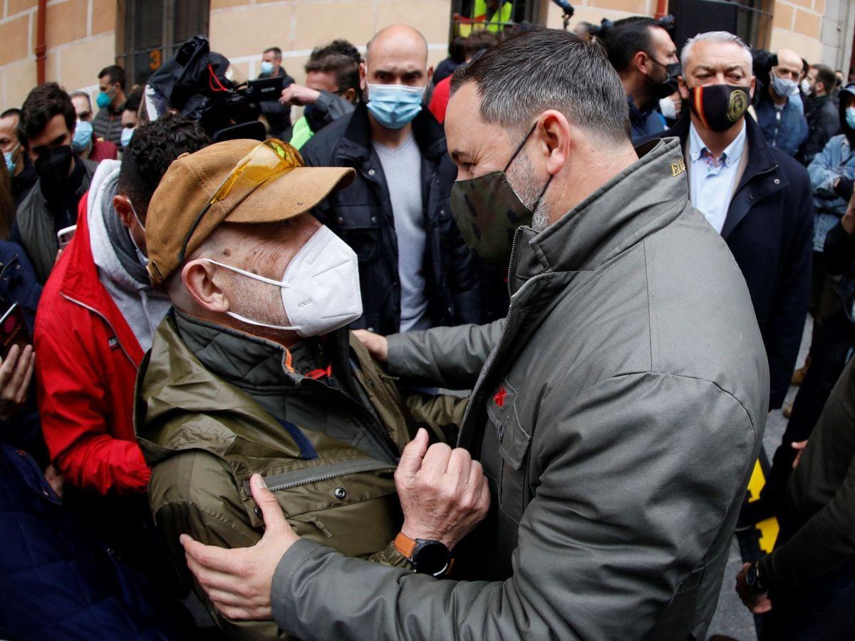 Foto: Acto electoral de Santiago Abascal en el barrio de La Latina. (EFE)