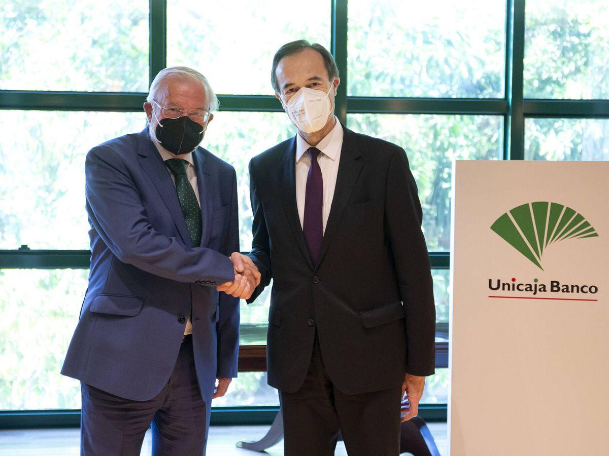 Foto: Manuel Azuaga y Manuel Menéndez, presidente y consejero delegado de Unicaja Banco.