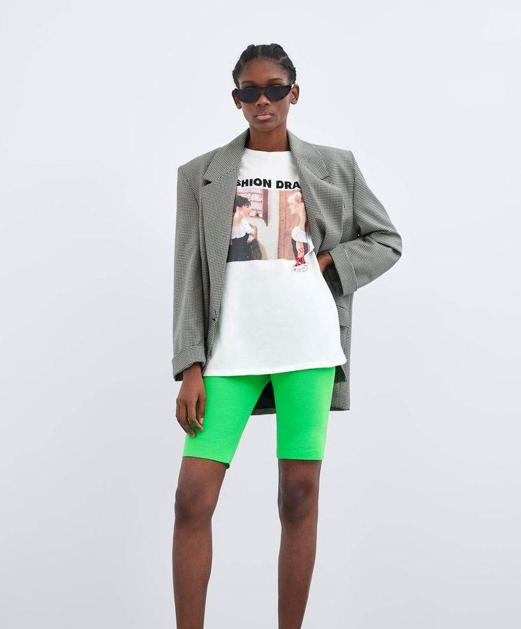 Foto: Zara nos devuelve a los 80 con estas camisetas de 'Sensación de vivir'. (Zara)