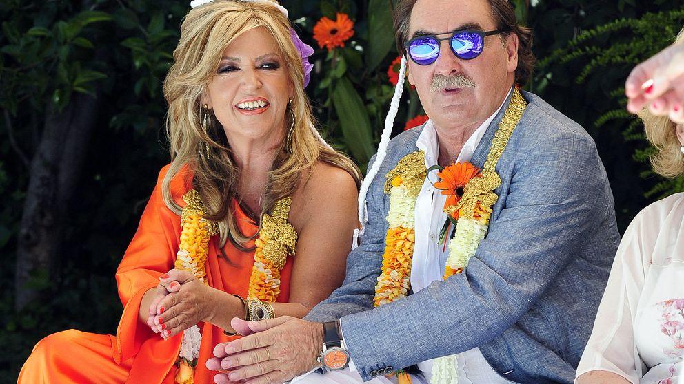 Lydia Lozano celebra sus bodas de plata con Charly