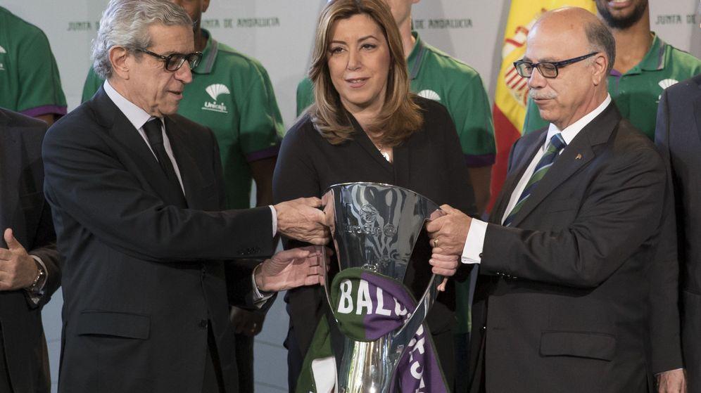 Foto: Braulio Medel (i), presidente de la Fundación Unicaja, junto a Susana Días. (EFE)