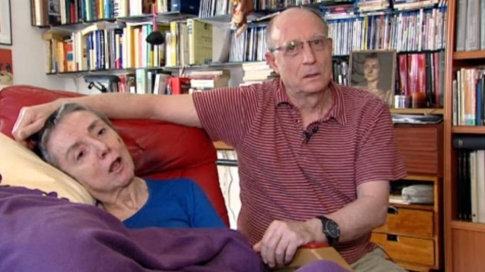 Foto: Ángel Hernández junto a su mujer María José Carrasco. (Telecinco)