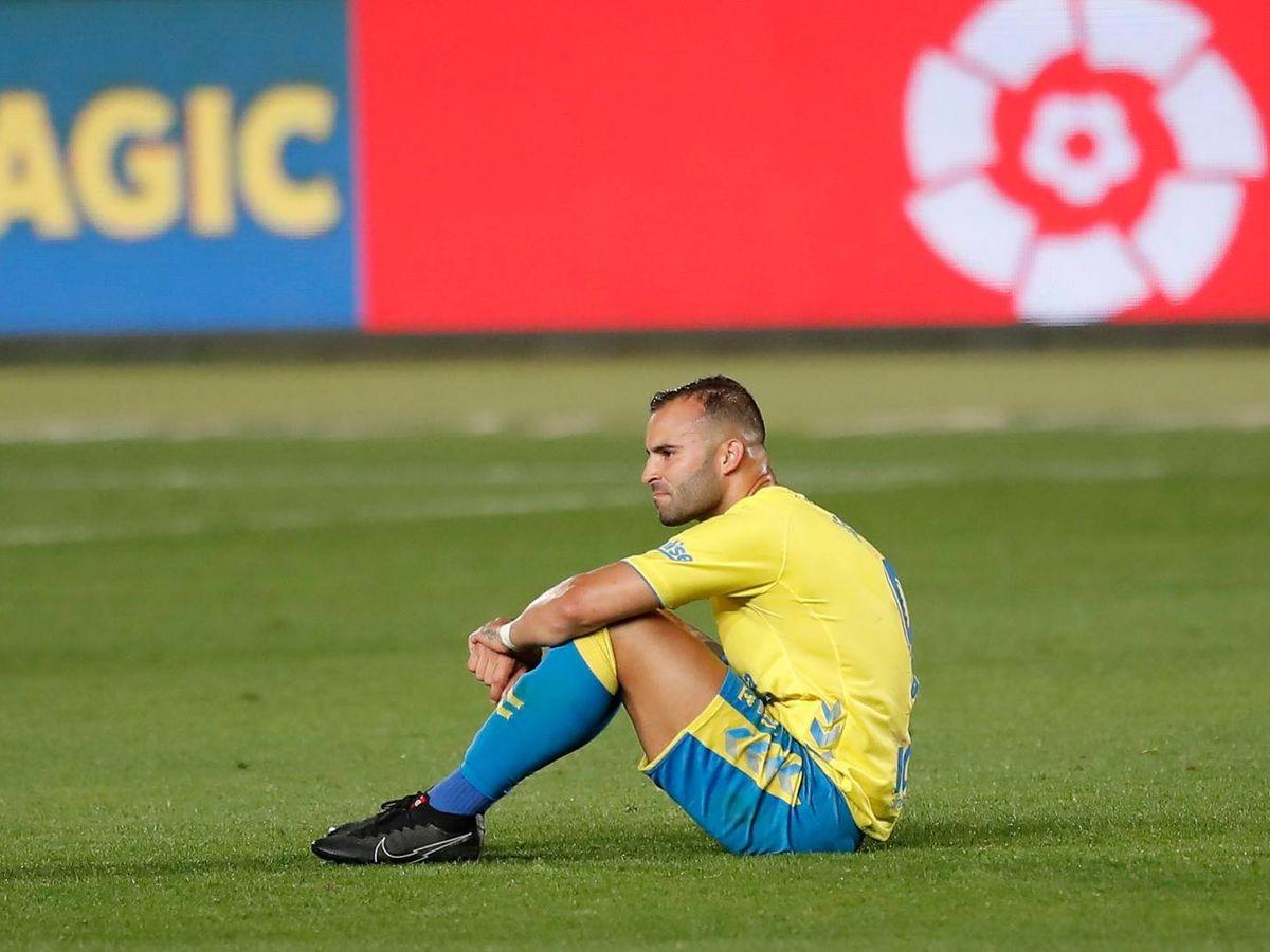 Foto: Jesé sentado en el césped en un partido con la UD Las Palmas. (@JeseRodriguez10)