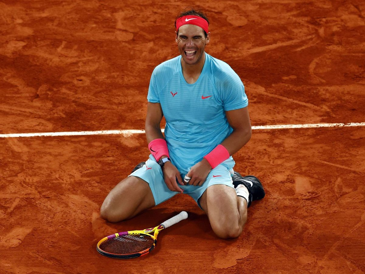 Foto: Rafael Nadal sonríe tras derrotar a Novak Djokovic en Roland Garros. (Efe)