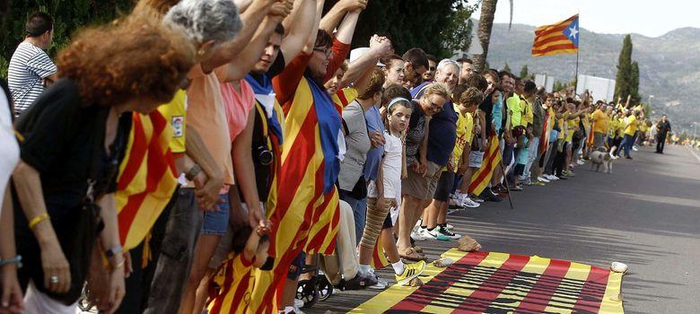 Foto: Cadena humana por la Independencia en Cataluña. (EFE)