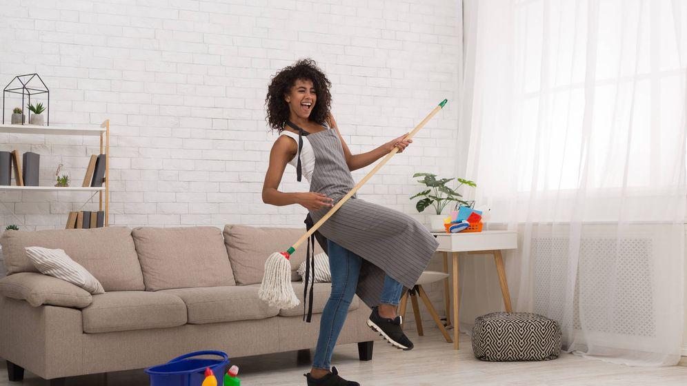 Foto: Si está tan contenta es porque limpia poco. (iStock)