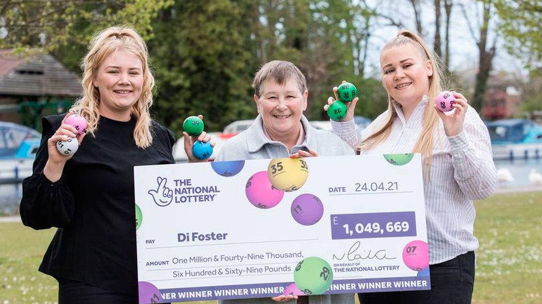 Una abuela gana la lotería y decide hacerle un gran regalo a su familia