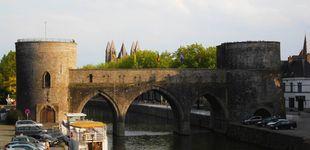 Post de Bélgica derriba parte de un puente medieval para permitir el paso de cruceros